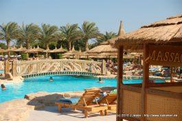 Pool und Massagebank im Hotel