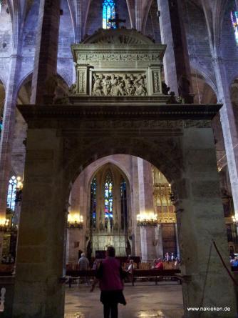 Eingang der Kirche