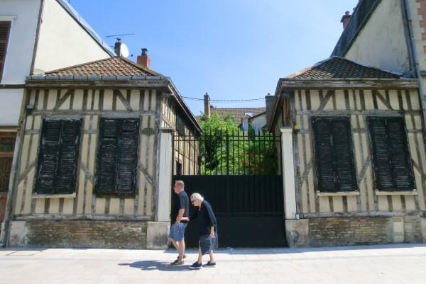 Mann und Frau in der Stadt Troyes