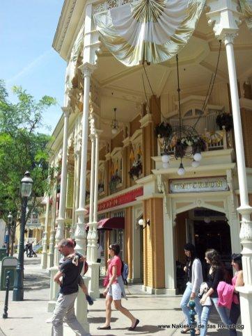 Disneyland Mall
