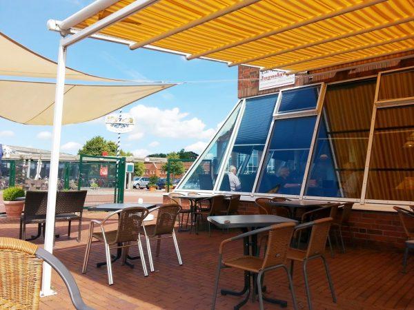 Sitzgelegenheiten auf der Terrasse