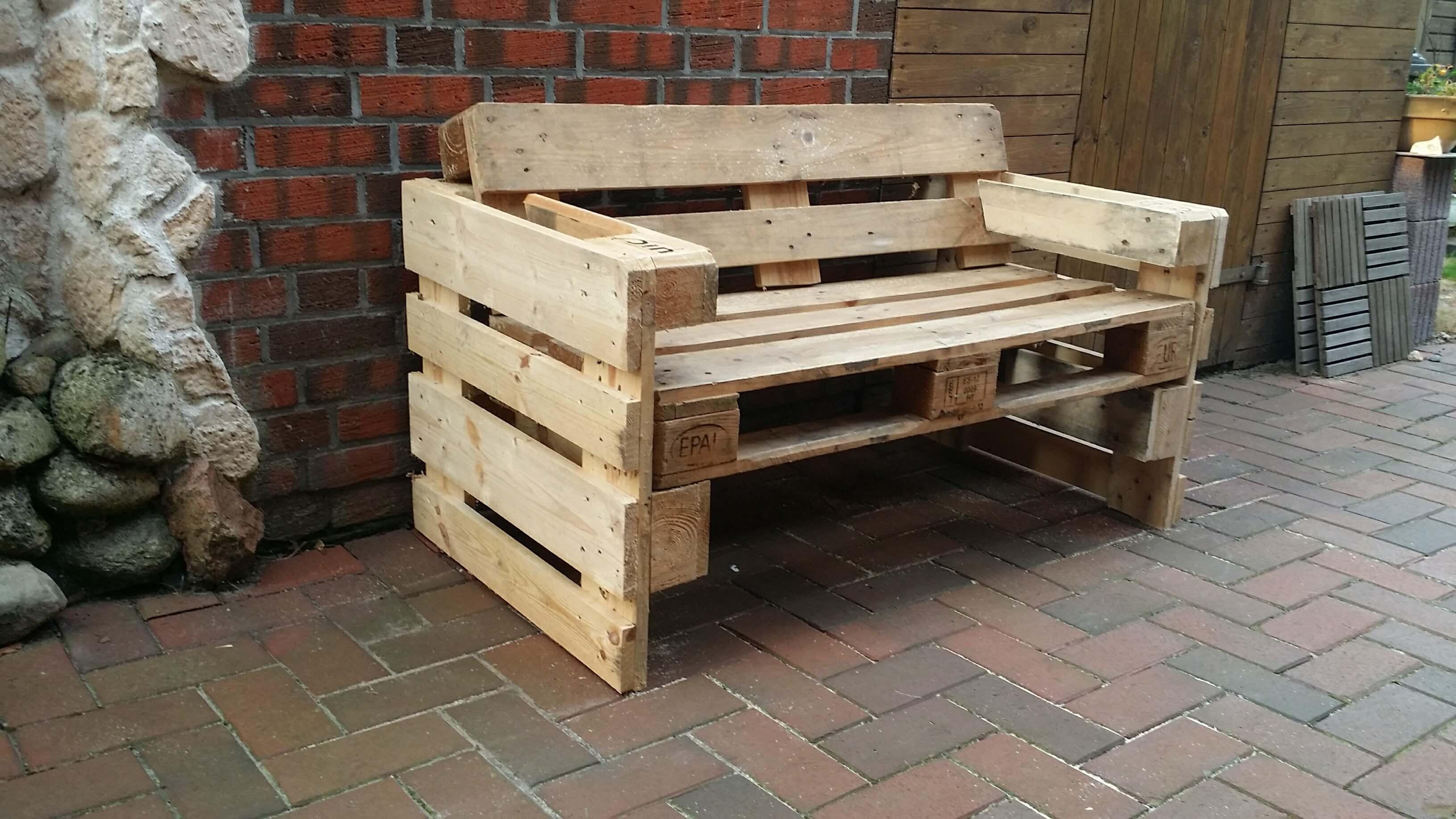Anleitung: Palettensofa mit schräger Rückenlehne selber bauen