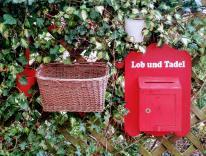 Briefkasten und Postkorb