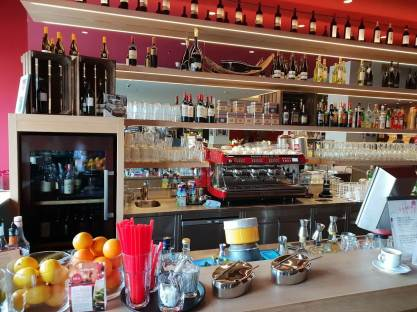 Cafe und Bar