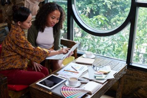 women designing website