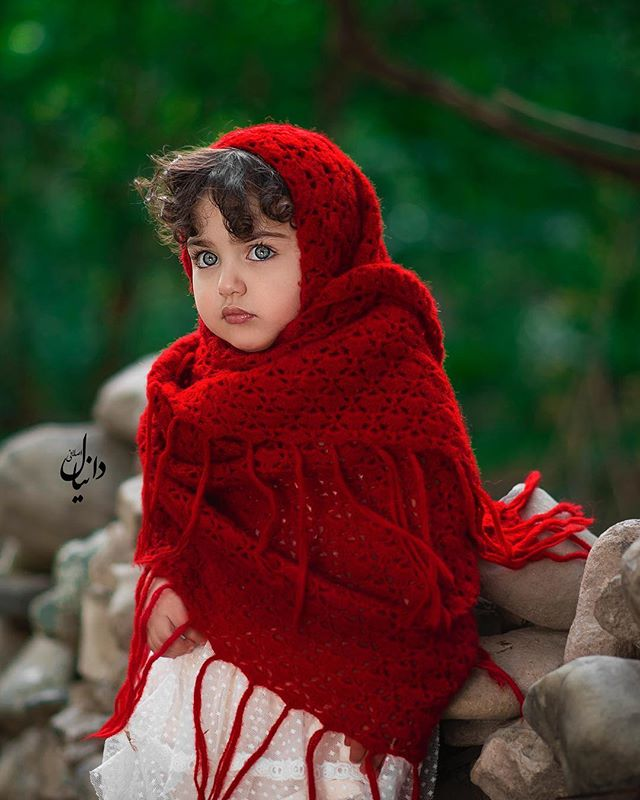Anahita Hashemzadeh Cute HD Photos And Pictures In Red Color Dress