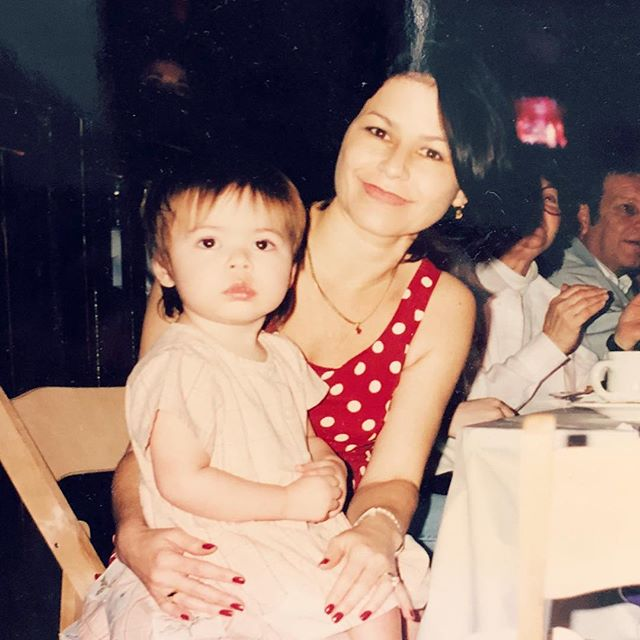 Miranda Cosgrove childhood pictures with her mother of 1995