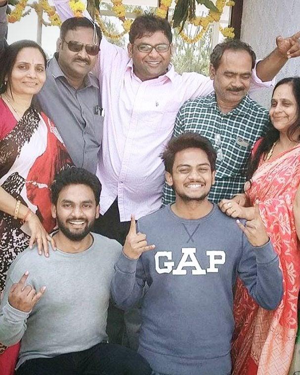 Shanmukh Jaswanth Family Photo
