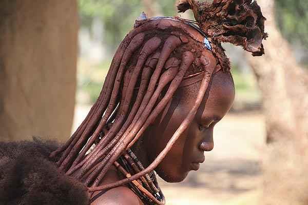 Ethnie Himbas en Namibie. 10 000 Himbas vivent en Namibie. Les Himbas ne sont plus que quelques milliers vivant dans le Kaokoland en Namibie