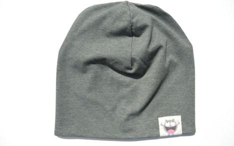 trikotažinė chaki kepurė