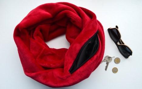 Raudonas moteriškas šalikas su kišene smulkmenoms