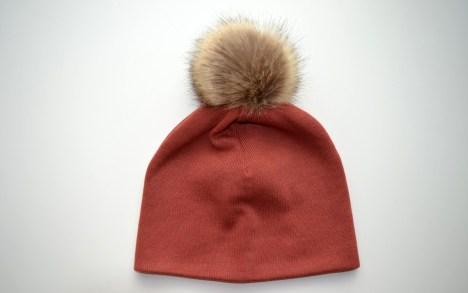 šilta kepurė su pompomu