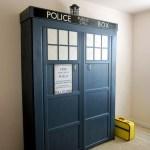 """[Pasidaryk pats] """"TARDIS"""" Sulenkiama žemyn lova"""