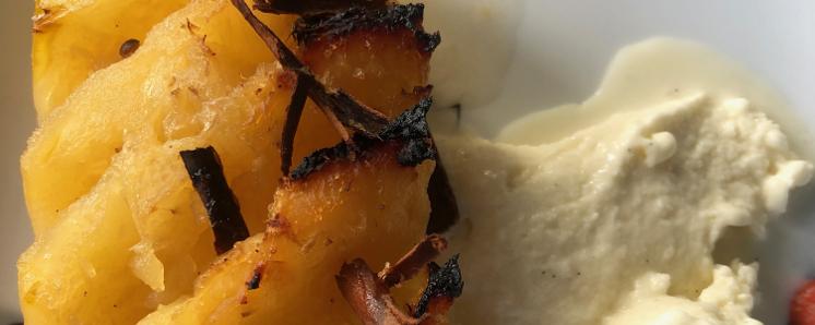 Ananas rôti, glace coco