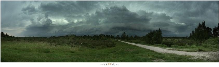 Een panorama met aankomend slecht weer
