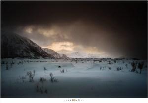 Sneeuwstorm in aantocht, vanuit Vatnfjorden