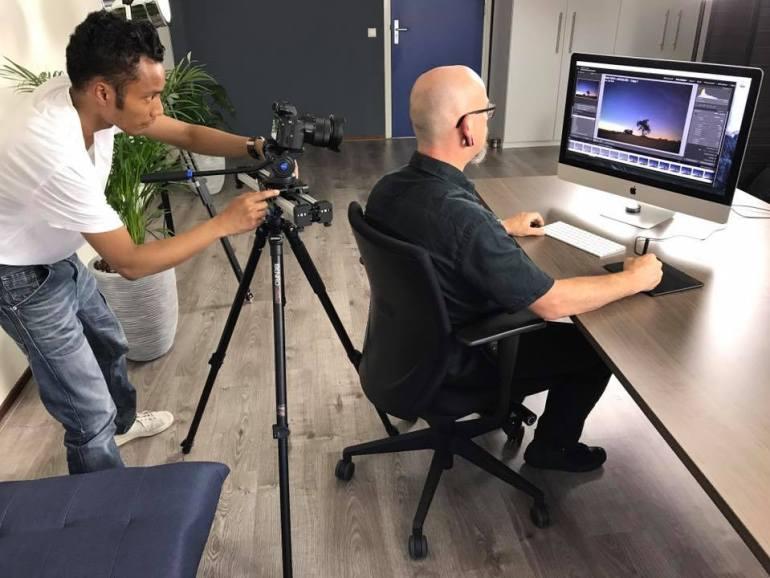 Tijdens de opnames in de studio, waarbij tevens voor het eerst met een iMac mijn foto's heb bewerkt.