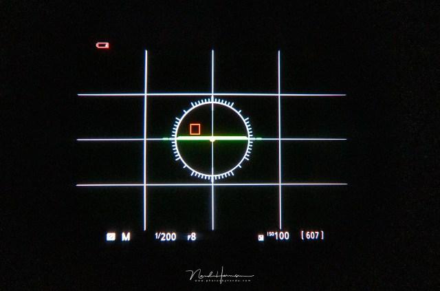 Als je flits gebruikt met de flits synchronisatie tijd, zal bij belichtingssimulatie het beeld te donker zijn. De flits zorgt immers voor de juiste belichting van het onderwerp.