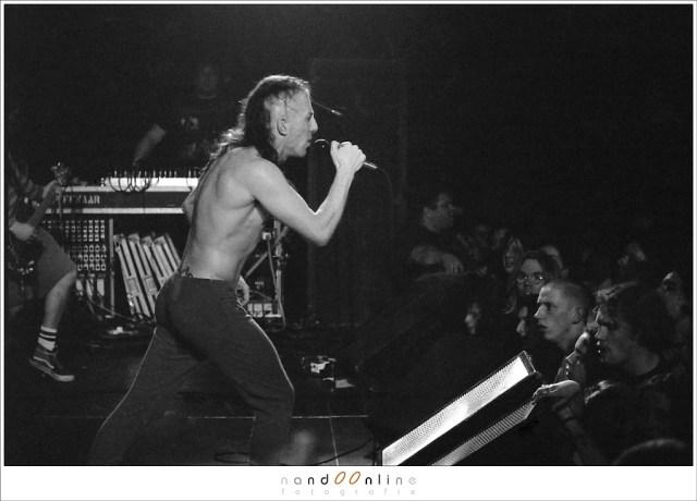 De band Tool, Live in 1994. Een scan van een 400ASA zwartwit negatieffilm, belicht op 1600ASA: het resultaat is meer korrel