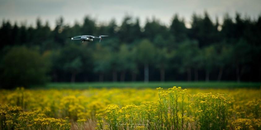 De DJI Mavic Pro 2 drone kan fantastisch goed stationair blijven hangen,. Natuurlijk hangt dit ook af van de hoeveelheid wind.