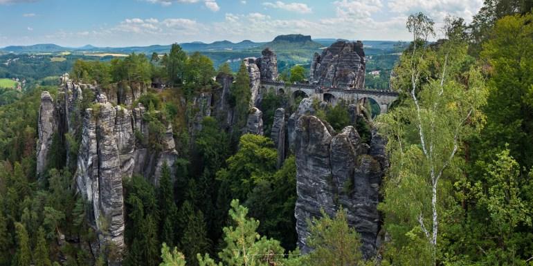 De Bastei, een van de bekendste plekken in de Saksische Schweiz. Hier vind je natuurlijk de toeristen.