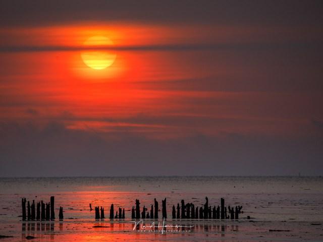 Deze zonsondergang boven het wad is een van de Landschapsfoto's uit het archief van Nando