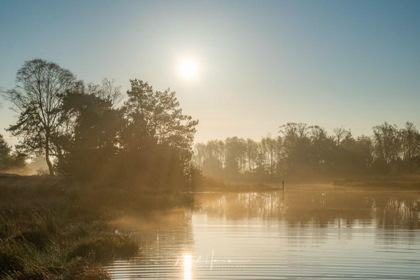 Als de zon hoger komt, lost de ochtendmist snel op