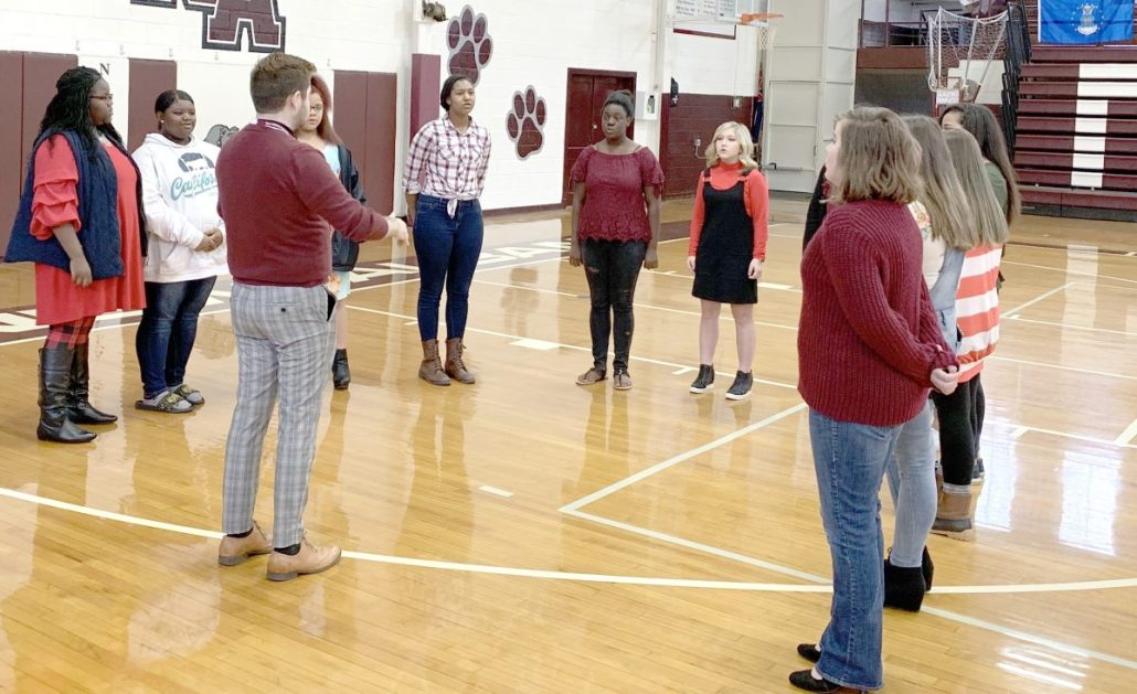Students participate in program to honor veterans