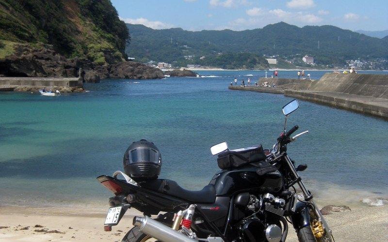 Down by the Beach on a Honda CB400