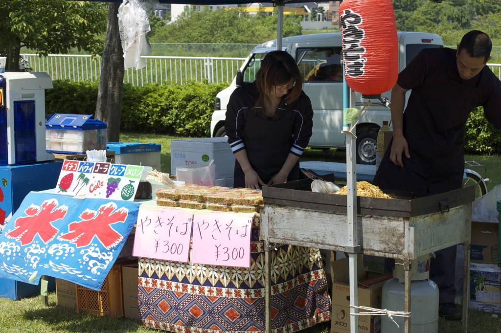 The yakisoba stall at the matsuri