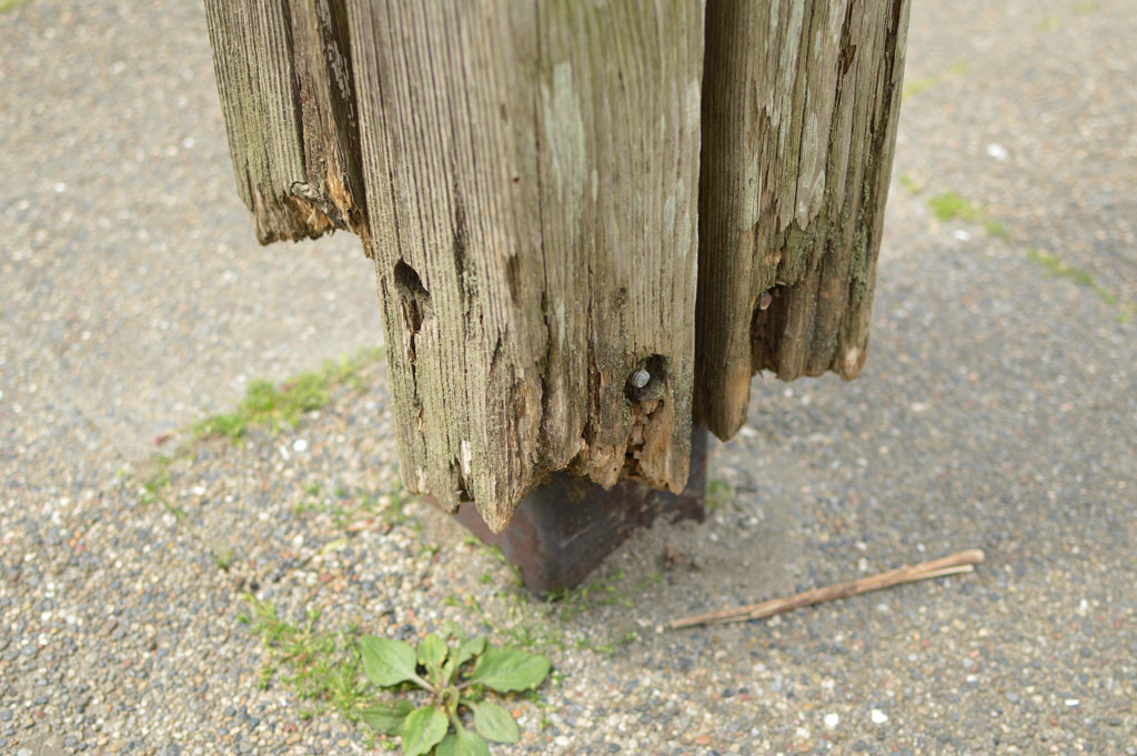 Wooden Posts on a steel frame which no longer touch the ground.