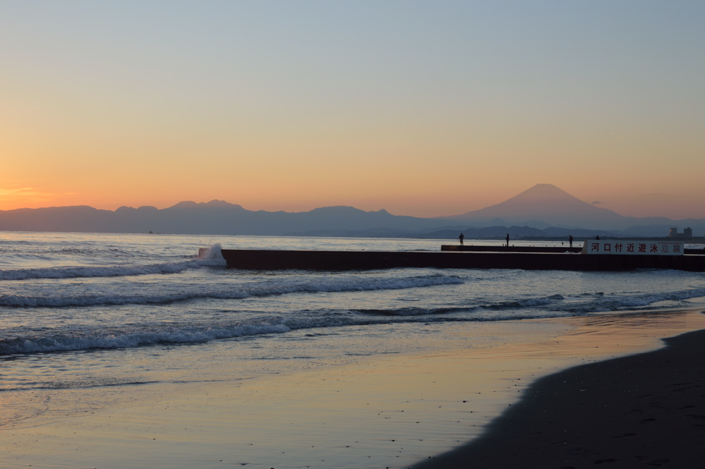 Some photos of the beach on a chilly December morning.