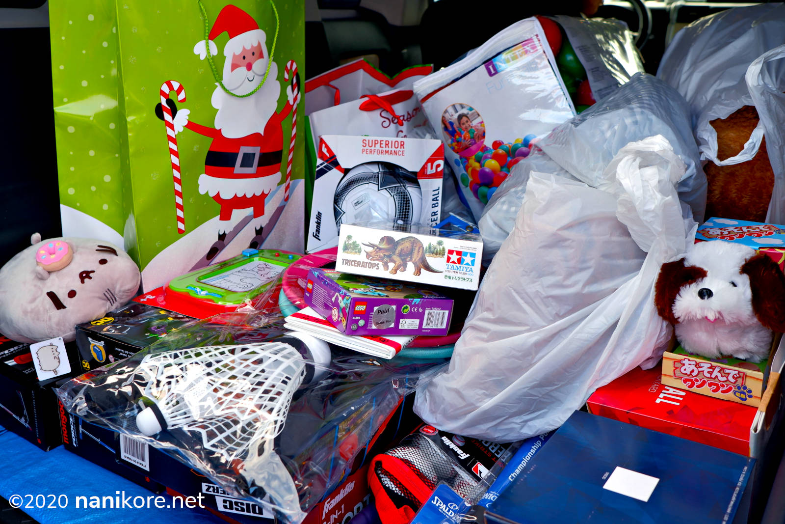 ...and more cars full of gifts!