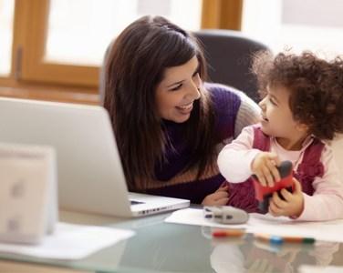 babysitter, Επιλογή επαγγελματία: δικλείδες ασφαλείας για τους γονείς.