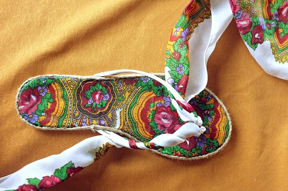 sandały z klapek