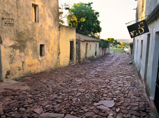 The charming cobblestone streets of the historic neighborhood of Colonia del Sacramento hark back to the days of Spanish colonialism.