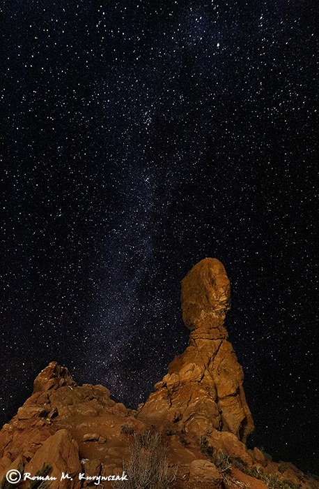 Balanced Rock at Night. Sigma 12-24mm lens at 12mm, f/4.5, ISO 6400, 30″. Photo by Roman Kurywczak
