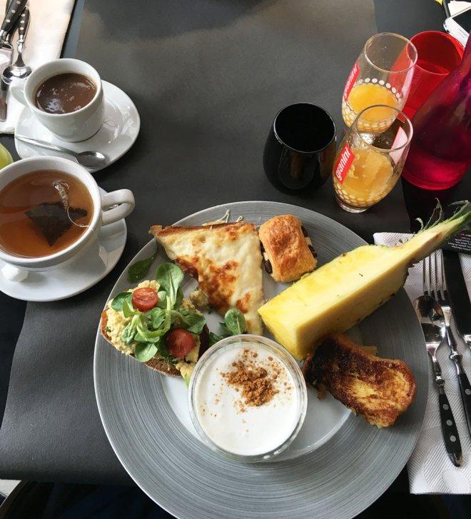 L'assiette garnie du brunch gourmand des Frères Toqués à Nantes