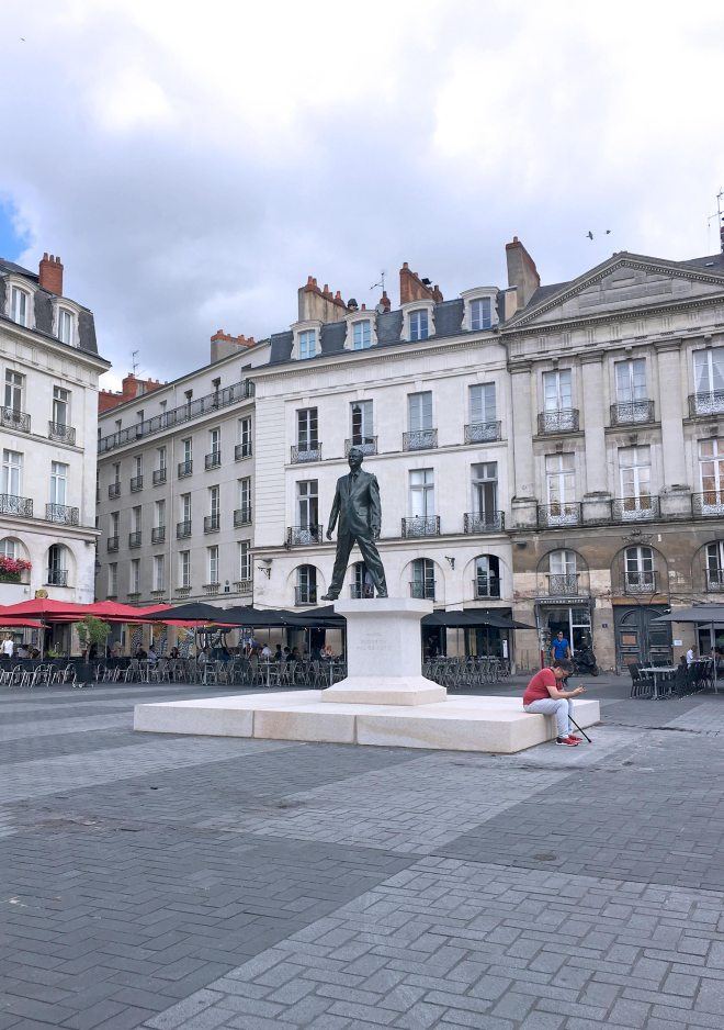 Éloge du pas de côté de Philippe Ramette, oeuvre du Voyage à Nantes 2018