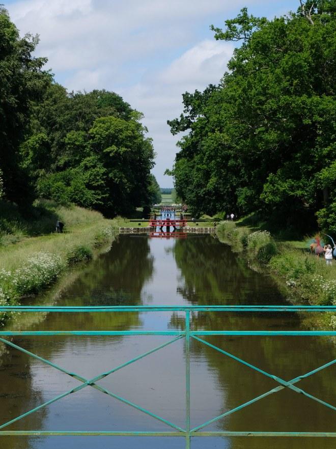 Visite des écluses sur le canal d'Ille-et-Rance à Hédé-Bazouges dans le cadre de la Traversée moderne d'un vieux pays, parcours touristique et artistique mis en place par Le Voyage à Nantes
