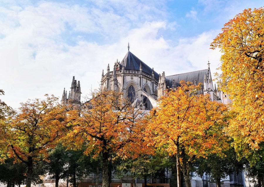 La Cathédrale aux couleurs d'automne à Nantes