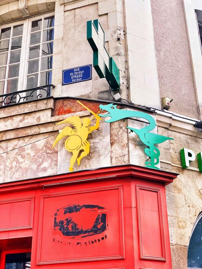 L'art des enseignes, oeuvre du Voyage à Nantes