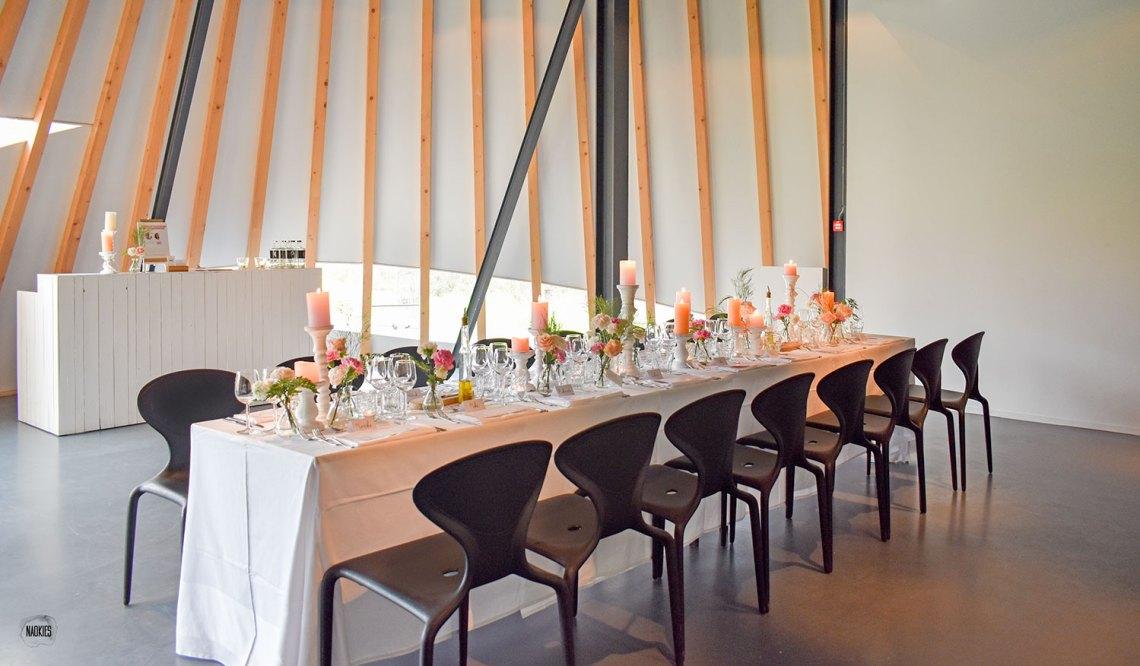 Open TopTrouwlocatie Route bruiloft dinertable styling studio naokies Paviljoen Puur