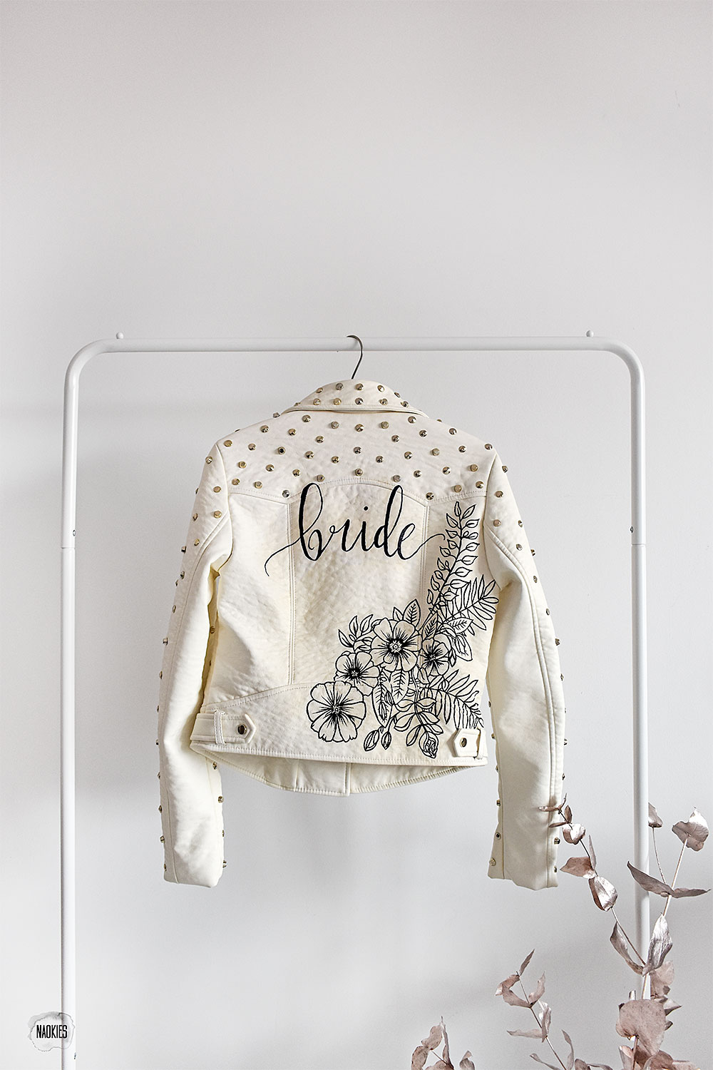 Customised leren jasje 'Bride' wit studs artwork studio Naokies