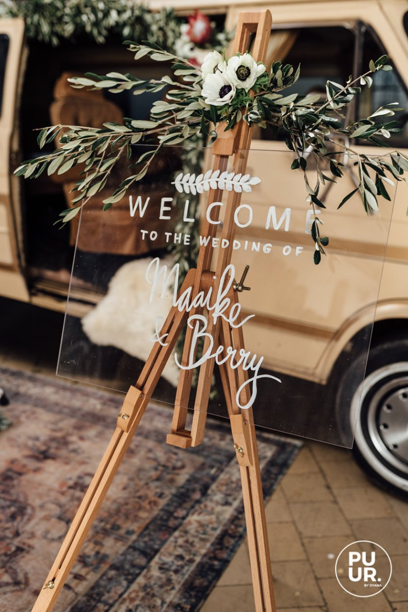 Styled shoot: Indian Summer gepersonaliseerd Welcome bord plexiglas bruiloft Studio Naokies