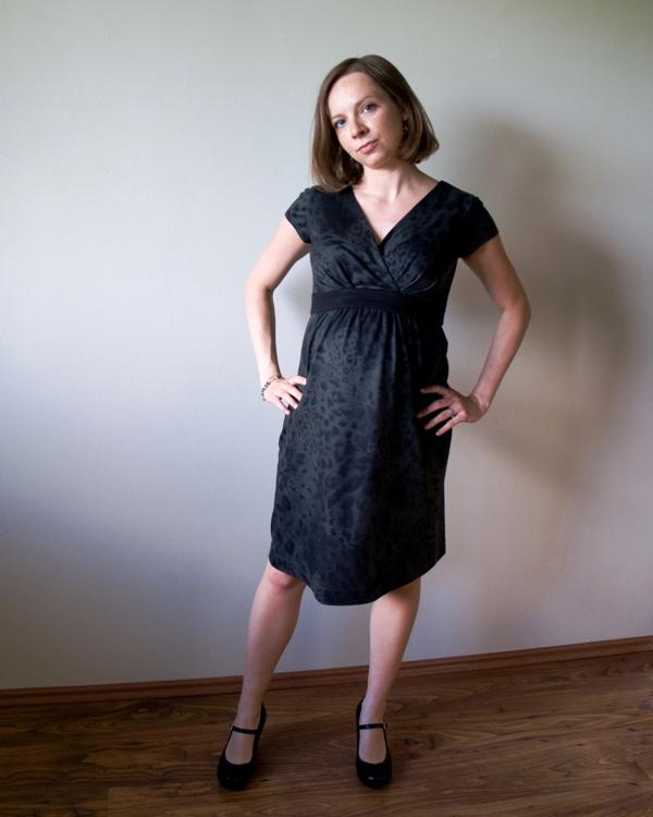Dzianinowa sukienka ciążowa w szarościach