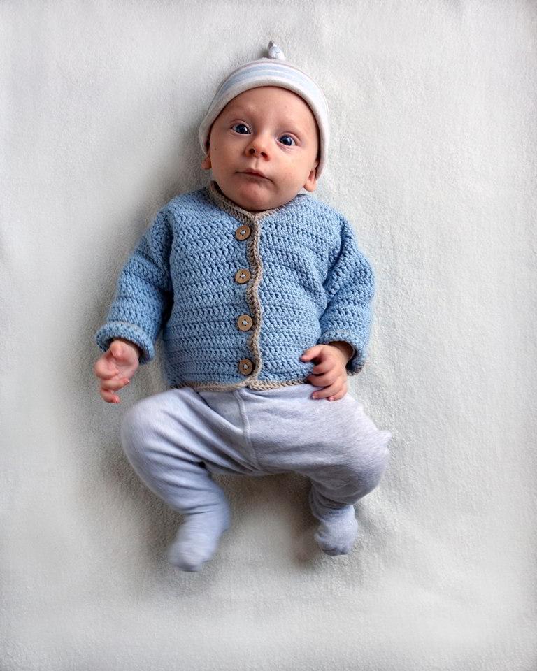 sweterek na szydełku dla chłopca