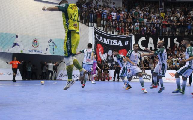 Marreco vence e fará a final com o Foz Cataratas Futsal - Não viu  992a3bf9d2ce3