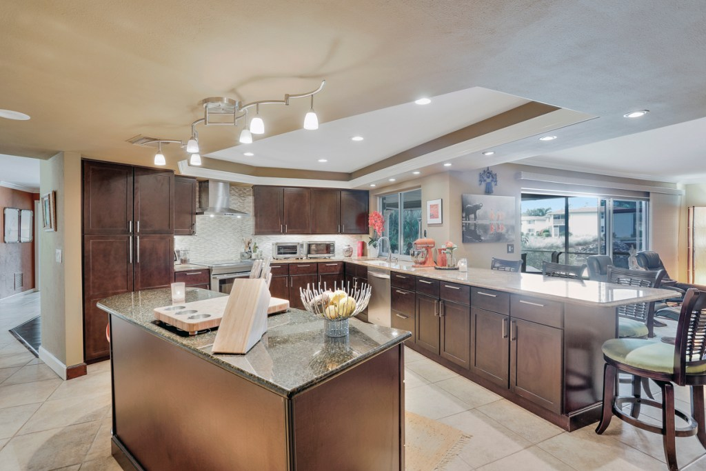 Single Family Lakewood House at 4340 Beechwood Lake Dr. Naples FL with golf membership included