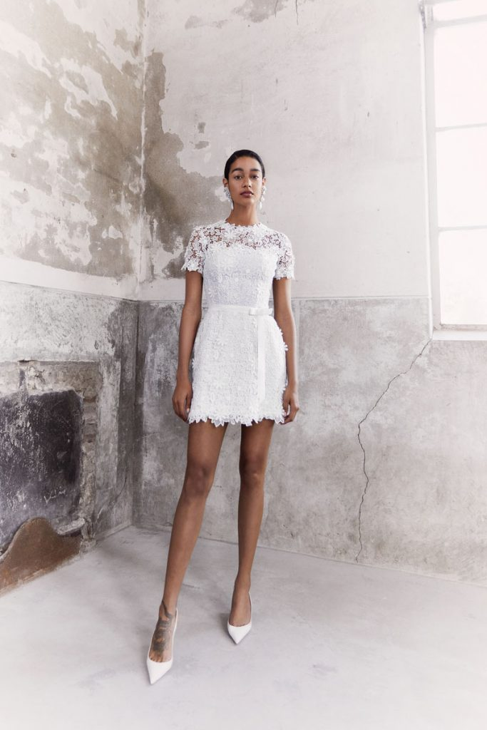 Blooming floral dress made of guipure lace with detachable grosgrain ribbon (price on request), Viktor & Rolf Mariage, Chernaya Bridal House, Miami, photo Marijke Aerde